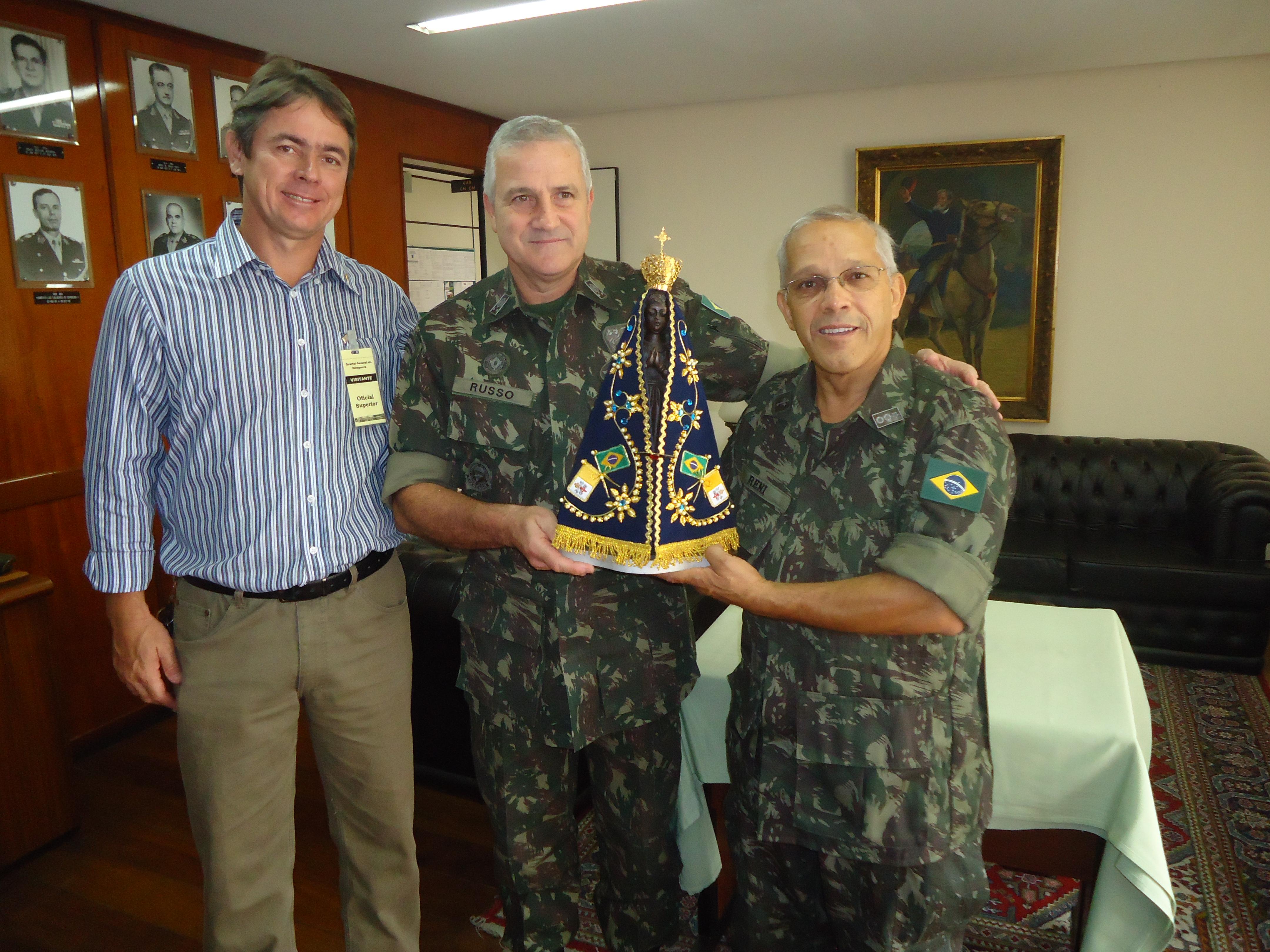Homenagem recebida pelo General Russo e o Cel. Reni Nogueira - Exercito Brasileiro