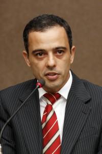 Dr. Adriano M. Sousa