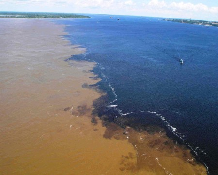 Encontro das águas Rio Tapajós e Rio Amazonas