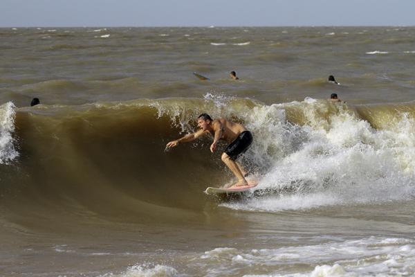 Mosqueiro - Rio com ondas.