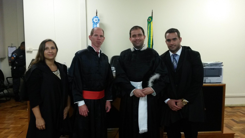 DRS. MAYRA SANTANA E THOMAS BERNARDES ATUANDO  NO TRIBUNAL DO JÚRI DA COMARCA DE MIGUEL PEREIRA